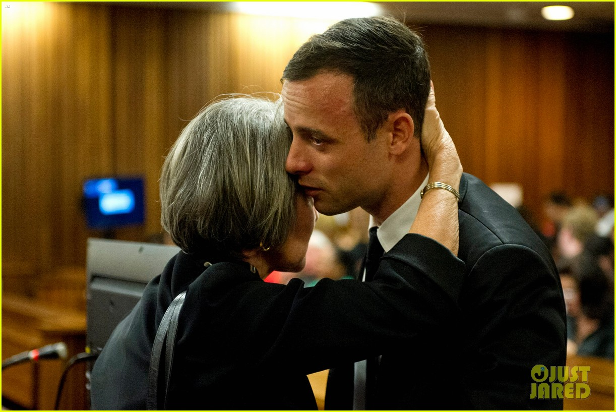 oscar pistorious takes the stand gives tearful apology 063086211