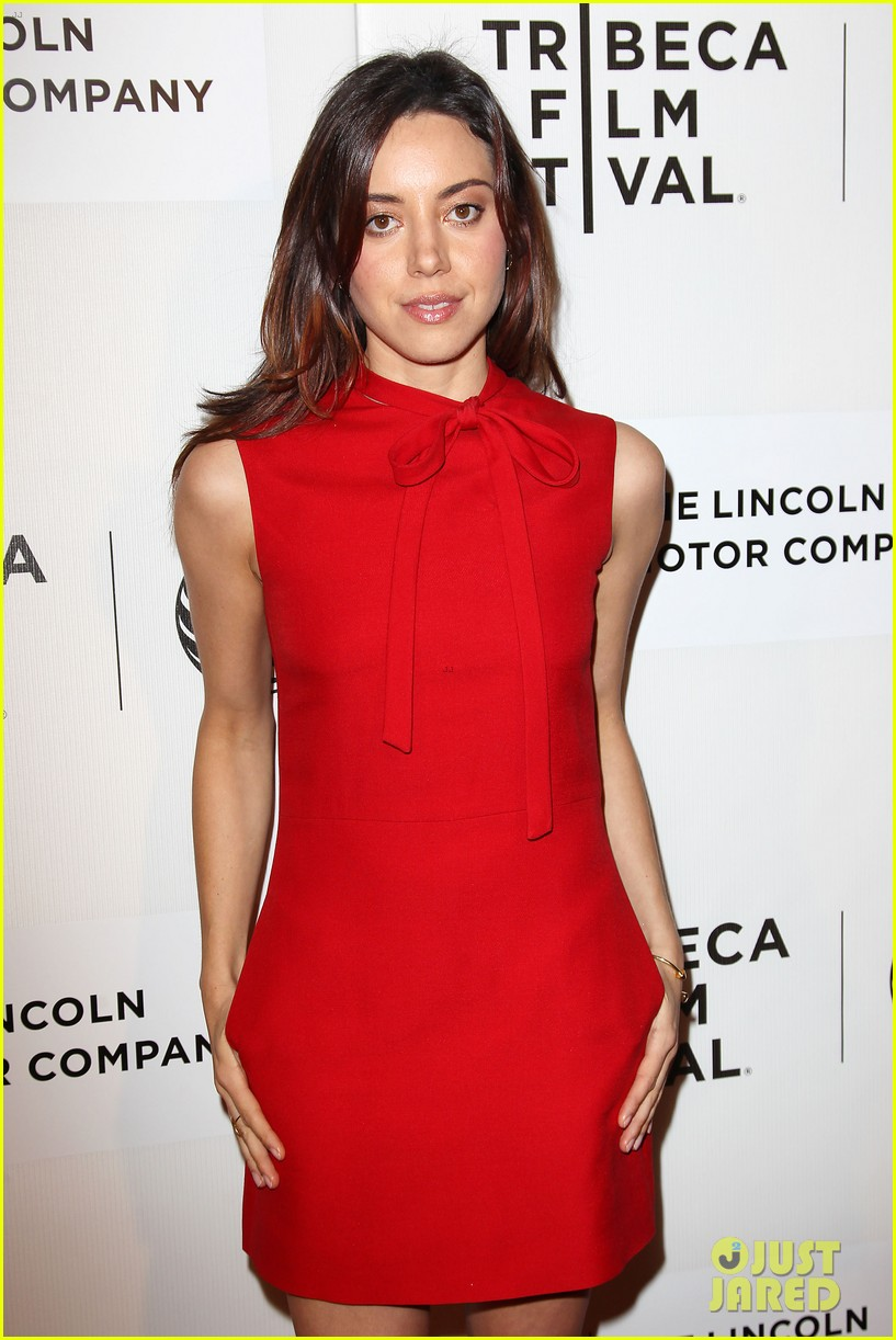 aubrey plaza maggie grace about alex tribeca premiere 143094302