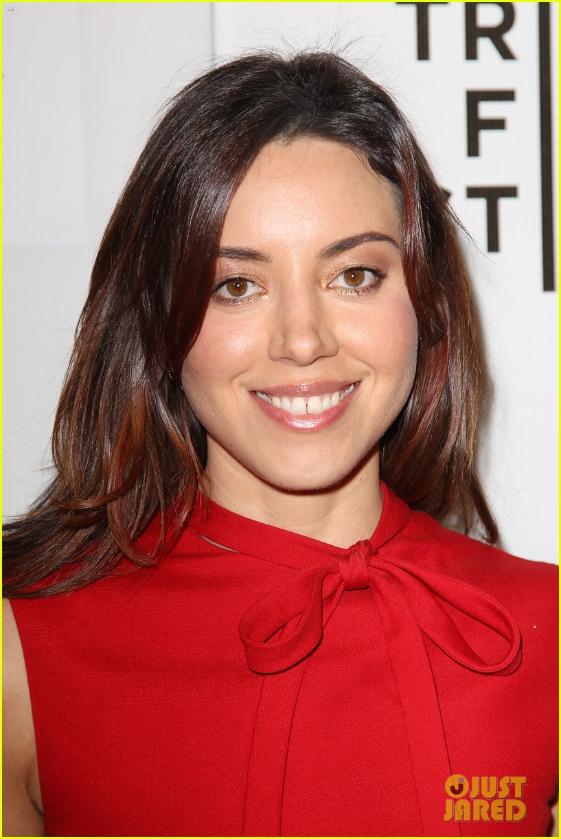 aubrey plaza maggie grace about alex tribeca premiere 16