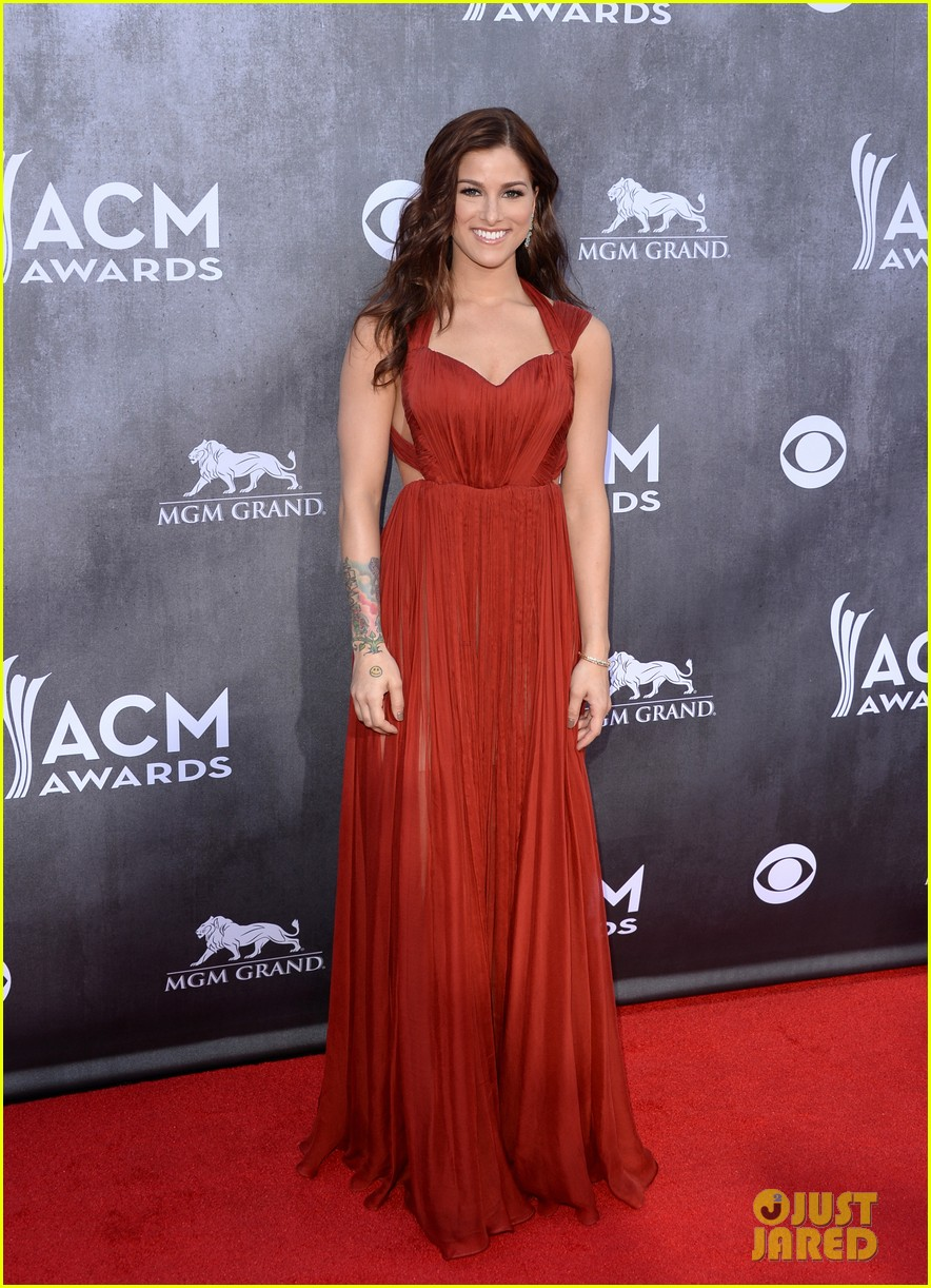 cassadee popes dress perfectly compliments red carpet at acm awards 2014 05