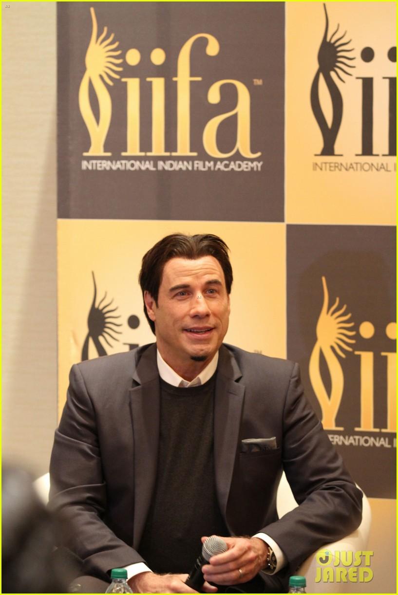 priyanka chopra kevin spacey iifa awards john travolta 09