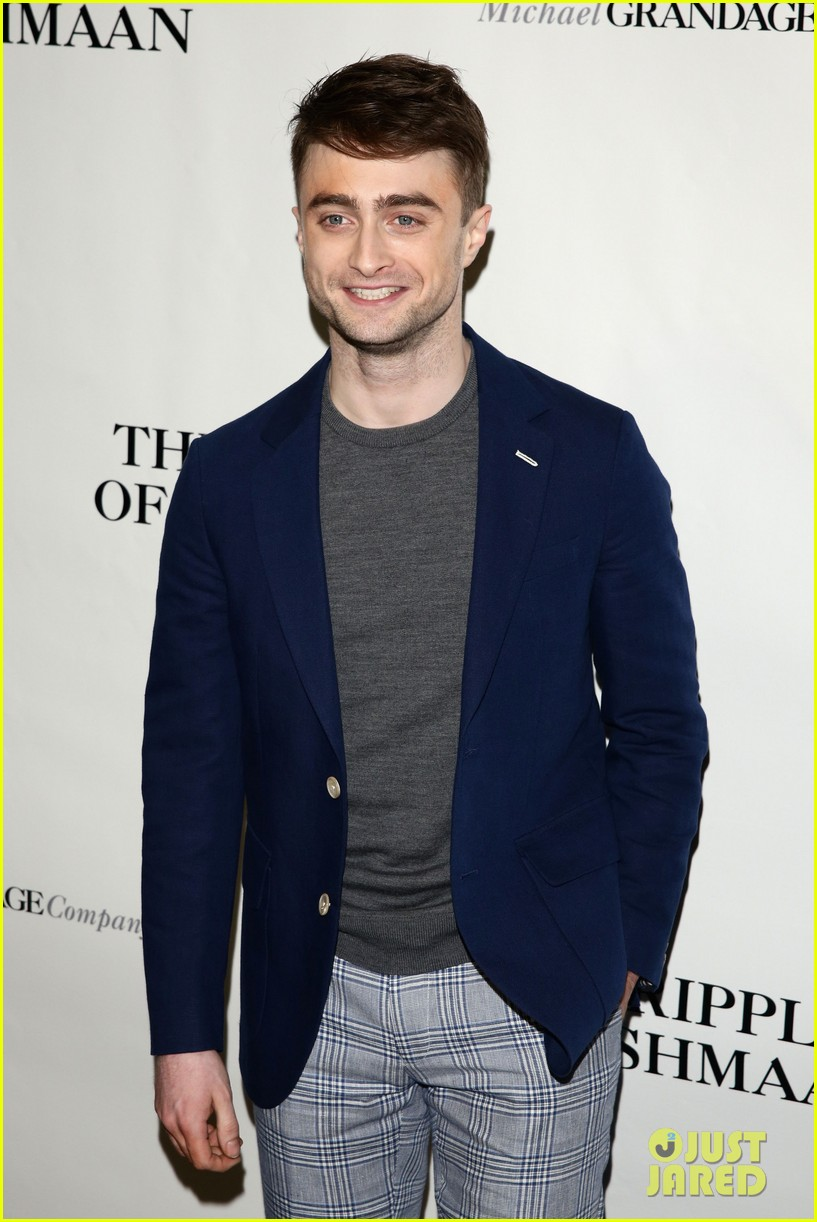 daniel radcliffe receives rave reviews in cripple of inishmaan 09