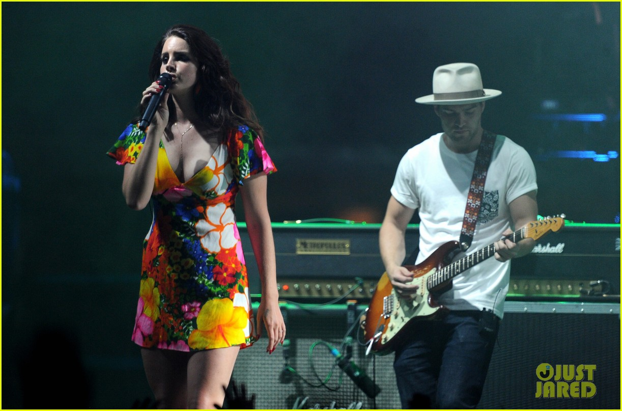 lana del rey lets loose during second coachella 053096080