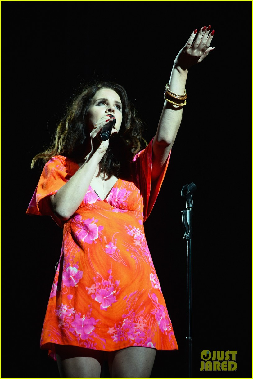 lana del rey premieres new single west coast listen now 013091630