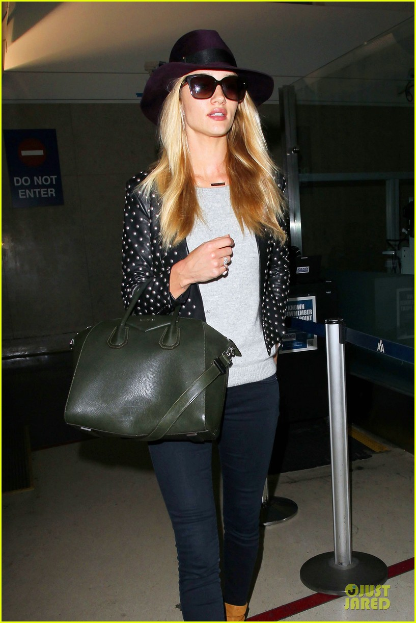rosie huntington whiteley celebrate 27th birthday at lax 043094874