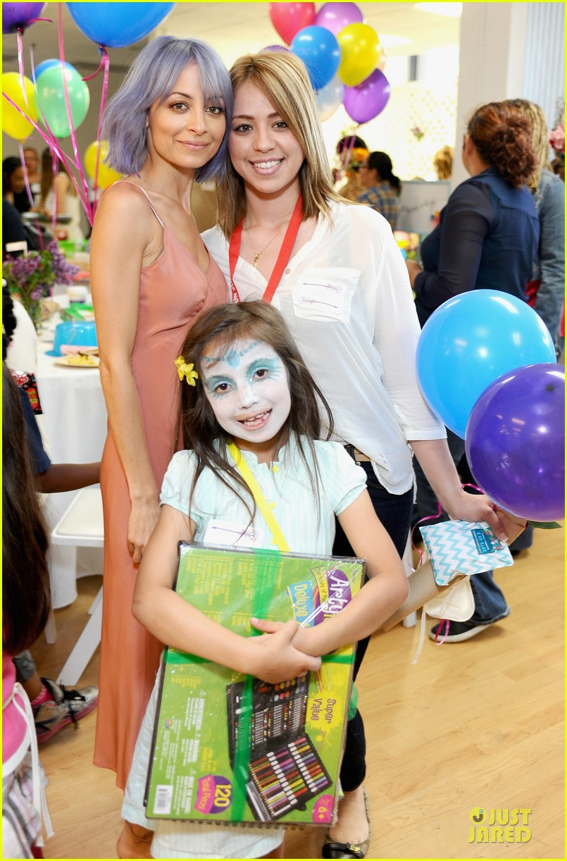 nicole richie baby mother day celebration 02