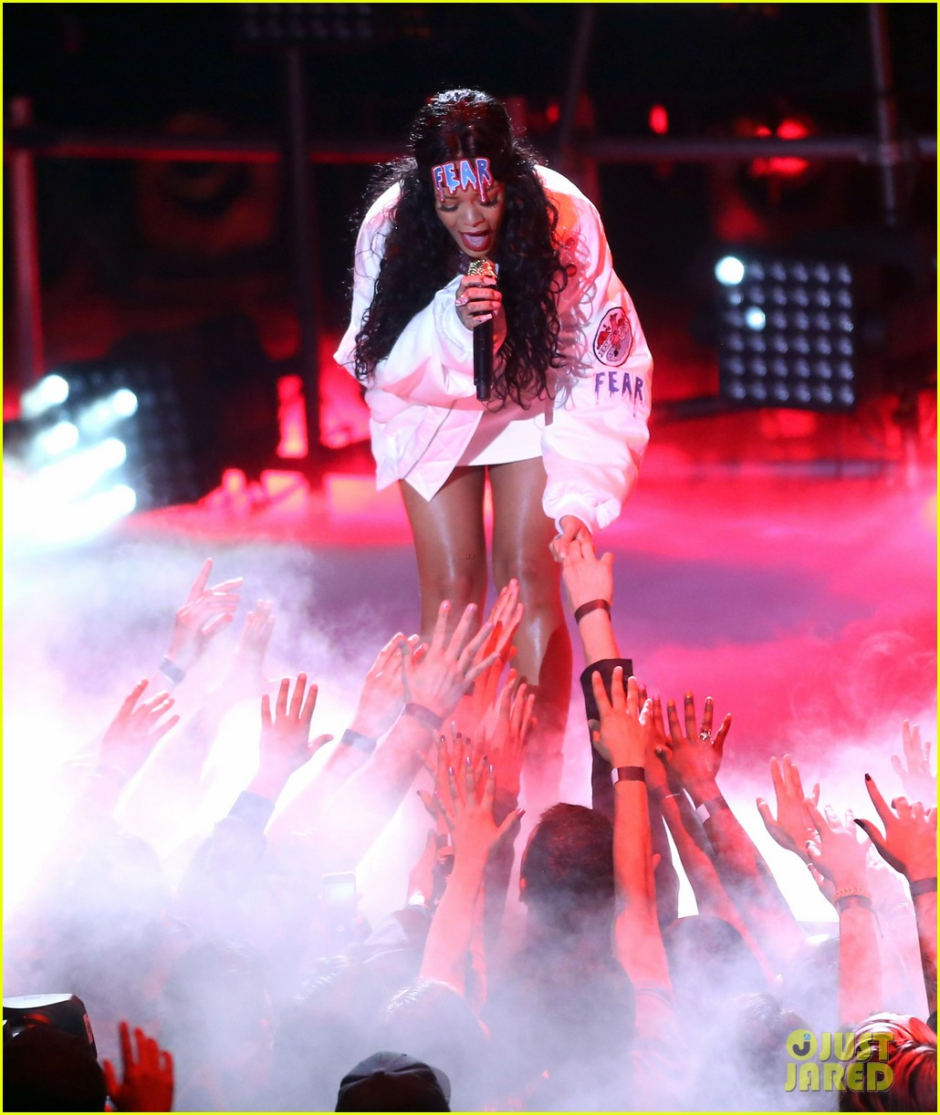 rihanna eminem mtv movie awards 2014 performance 073091346