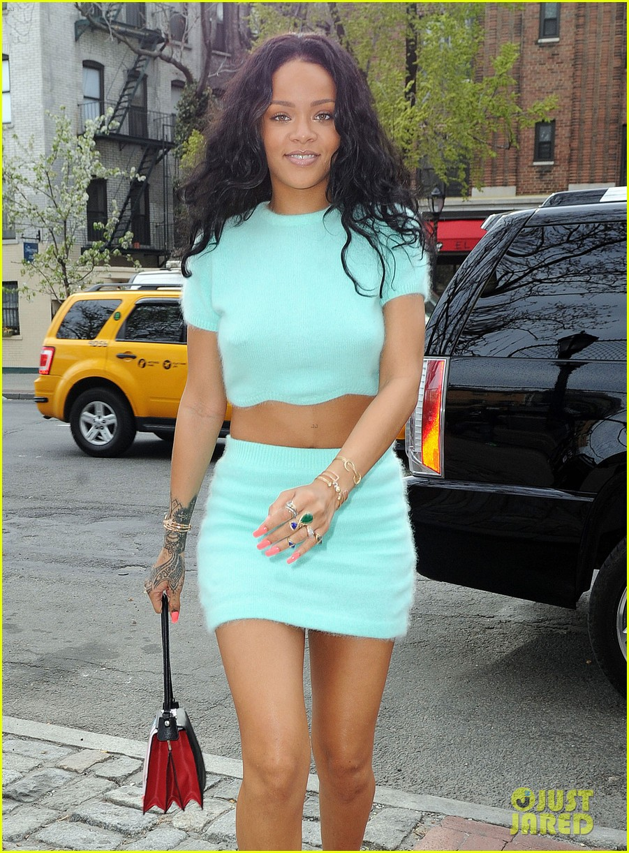 rihanna wears the perfect spring outfit bares her midriff 023100863