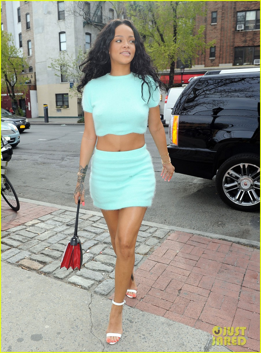 rihanna wears the perfect spring outfit bares her midriff 15