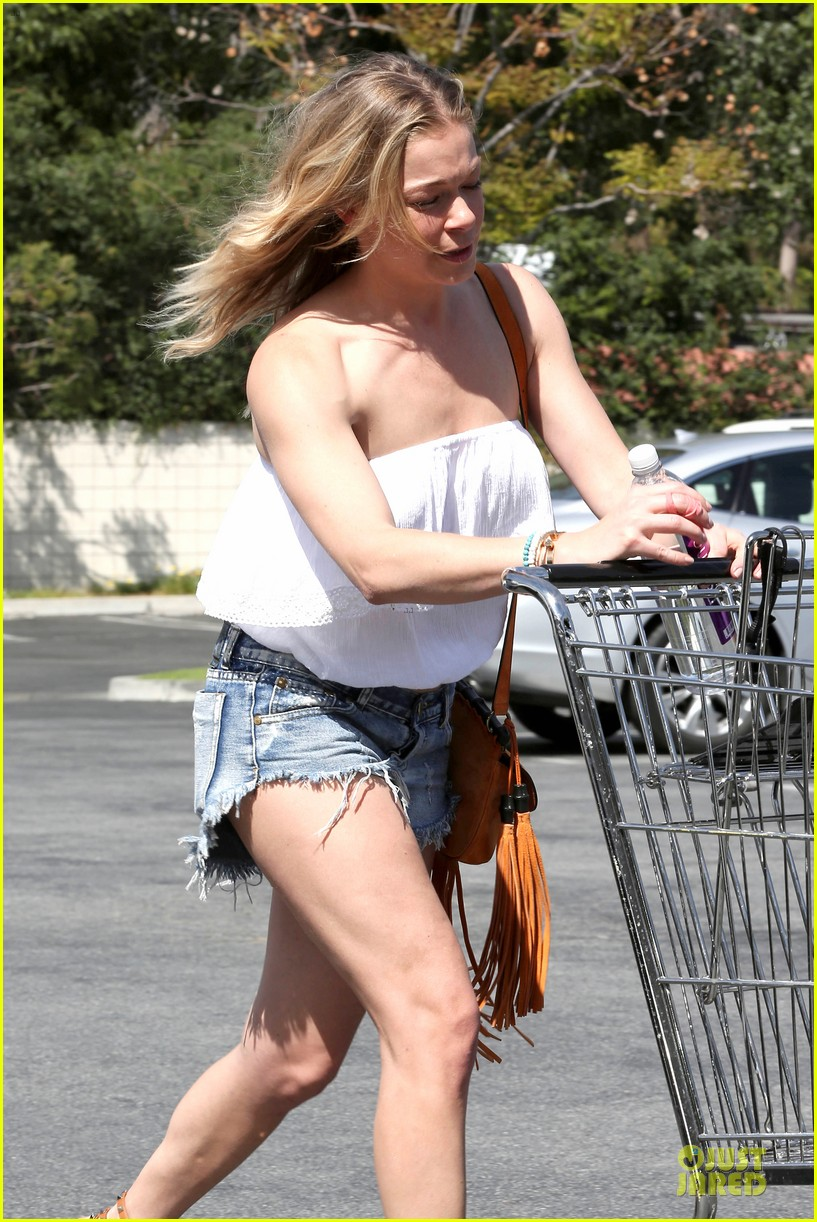 leann rimes daisy dukes get us excited for summer 19