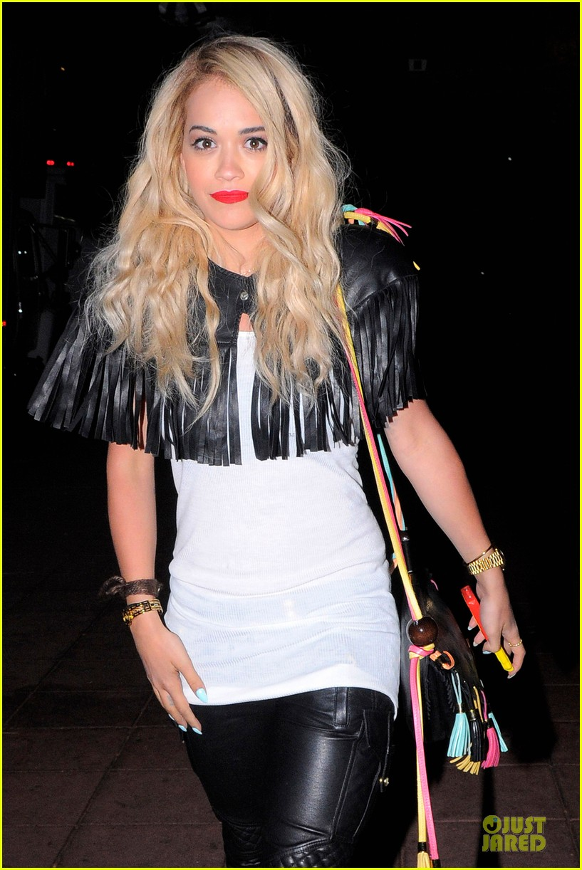 rita ora brings headbands back as a trend 04