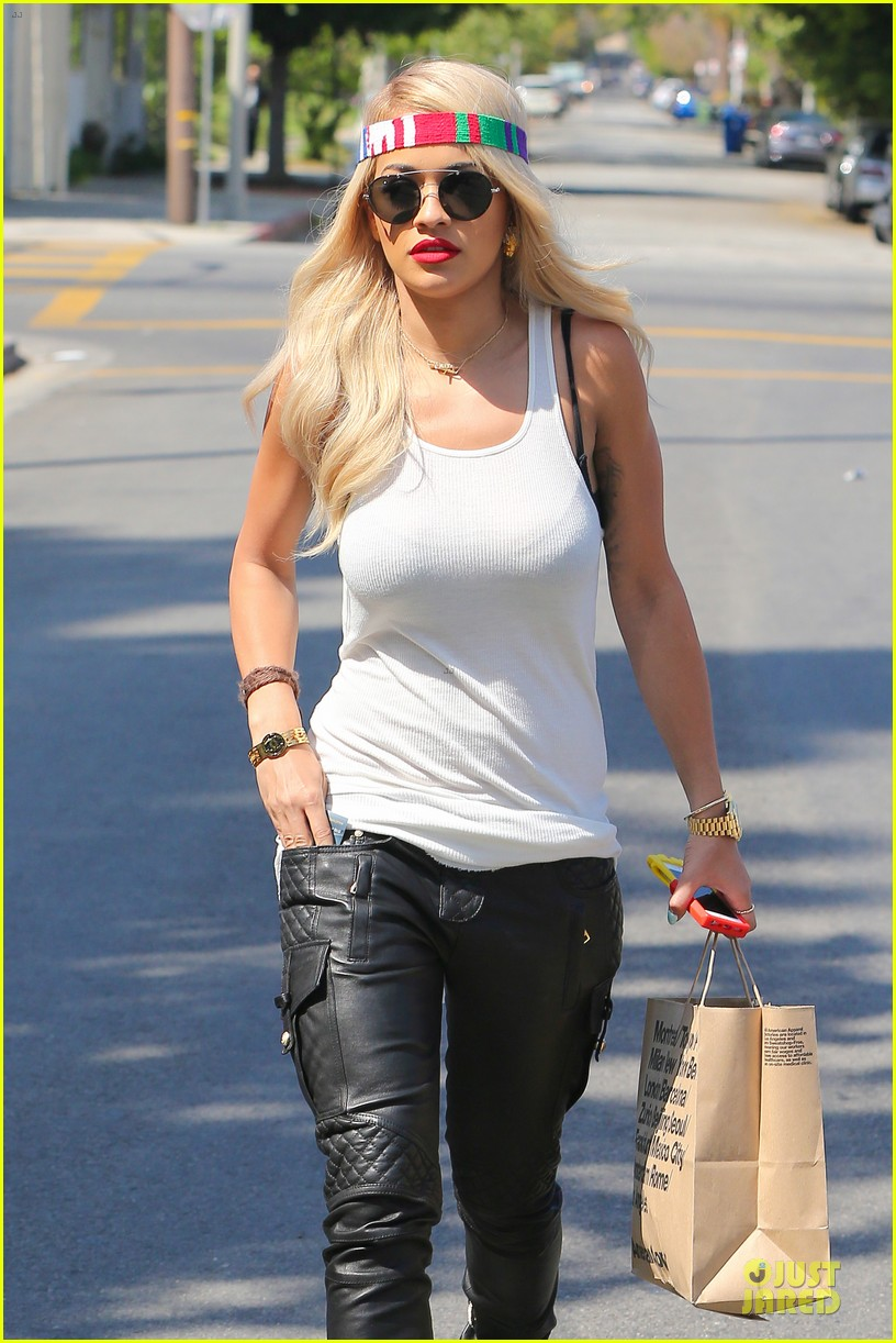 rita ora brings headbands back as a trend 213093711