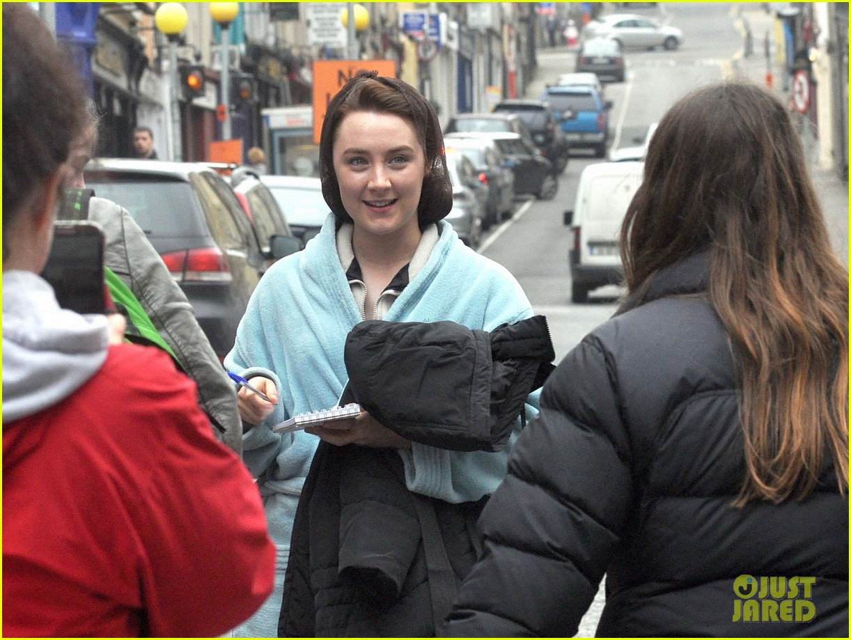 saoirse ronan begins filming brooklyn in ireland 09