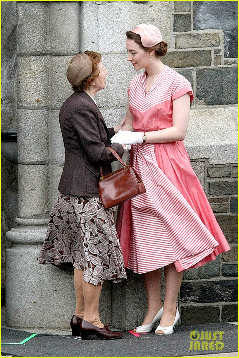 saoirse ronan fifties costumes look so vintage chic 01