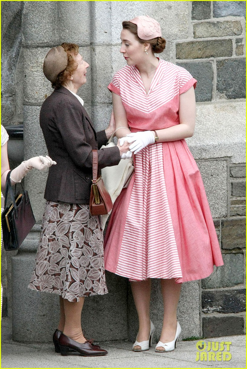 saoirse ronan fifties costumes look so vintage chic 133088379