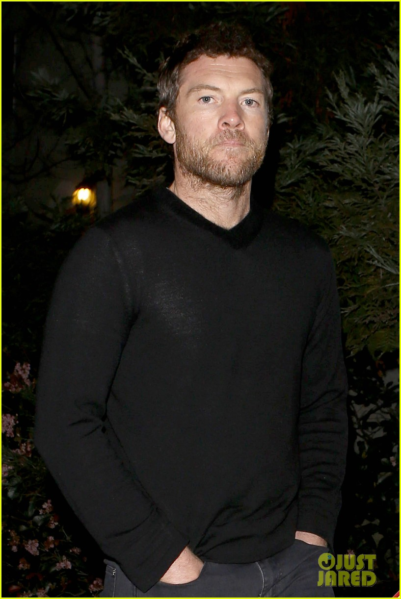 sam worthington lands next new movie role in jennifer anistons cake 033083823