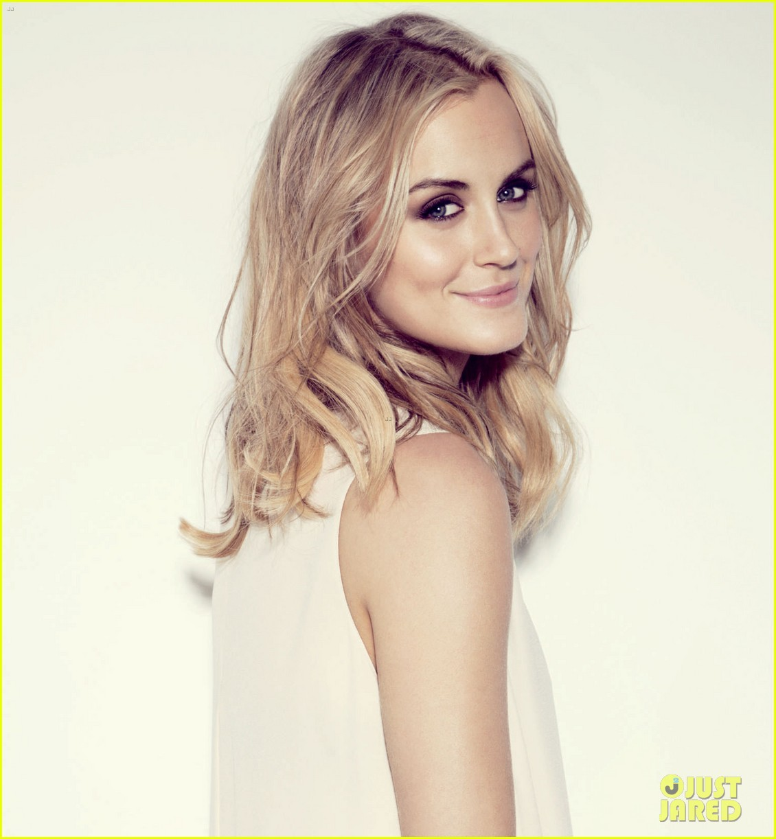 taylor schilling boston common magazine spring 2014 03