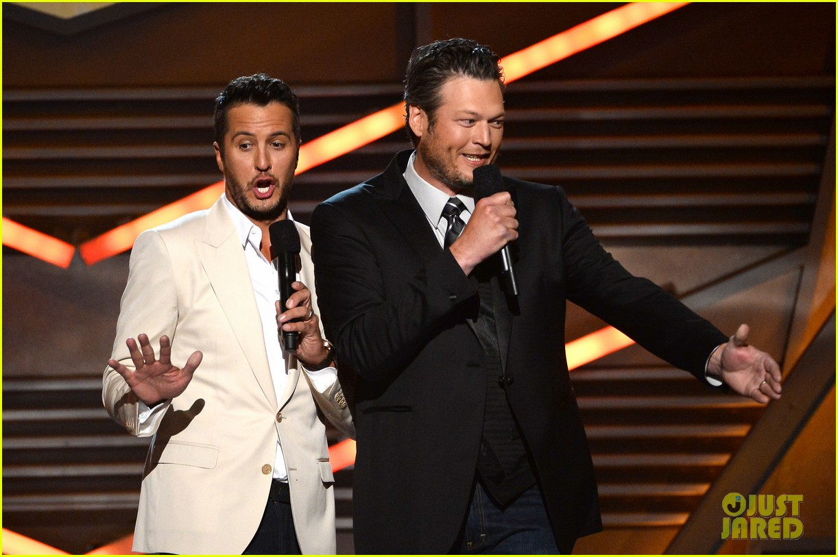 blake shelton disses britney spears at acm awards 2014 07