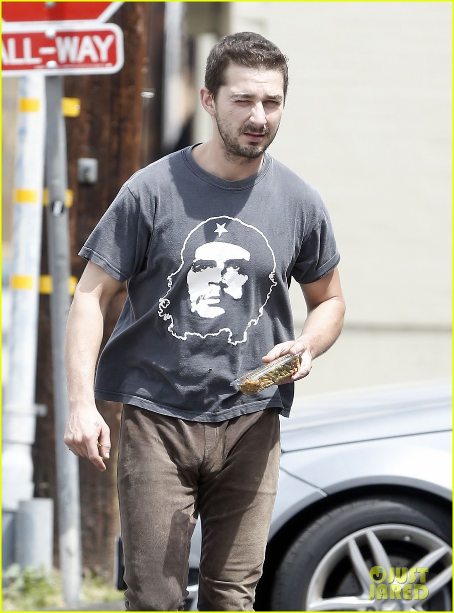 shia labeouf reportedly bought lunch for a homeless man 02