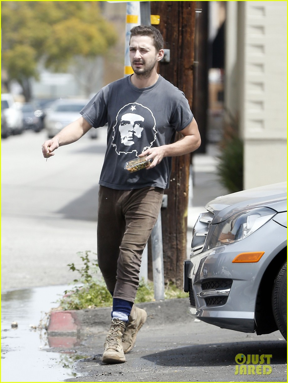 shia labeouf reportedly bought lunch for a homeless man 093094455