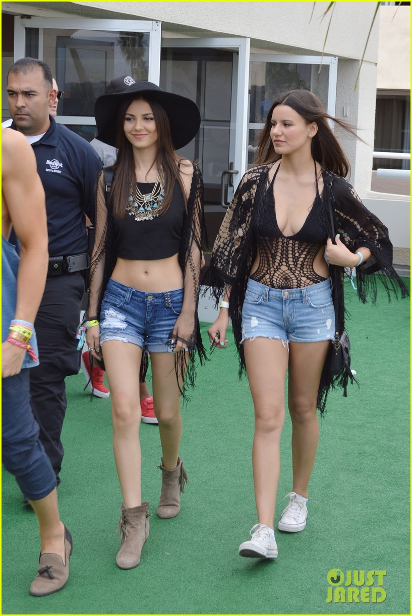 cody simpson meets up with victoria justice at coachella 04