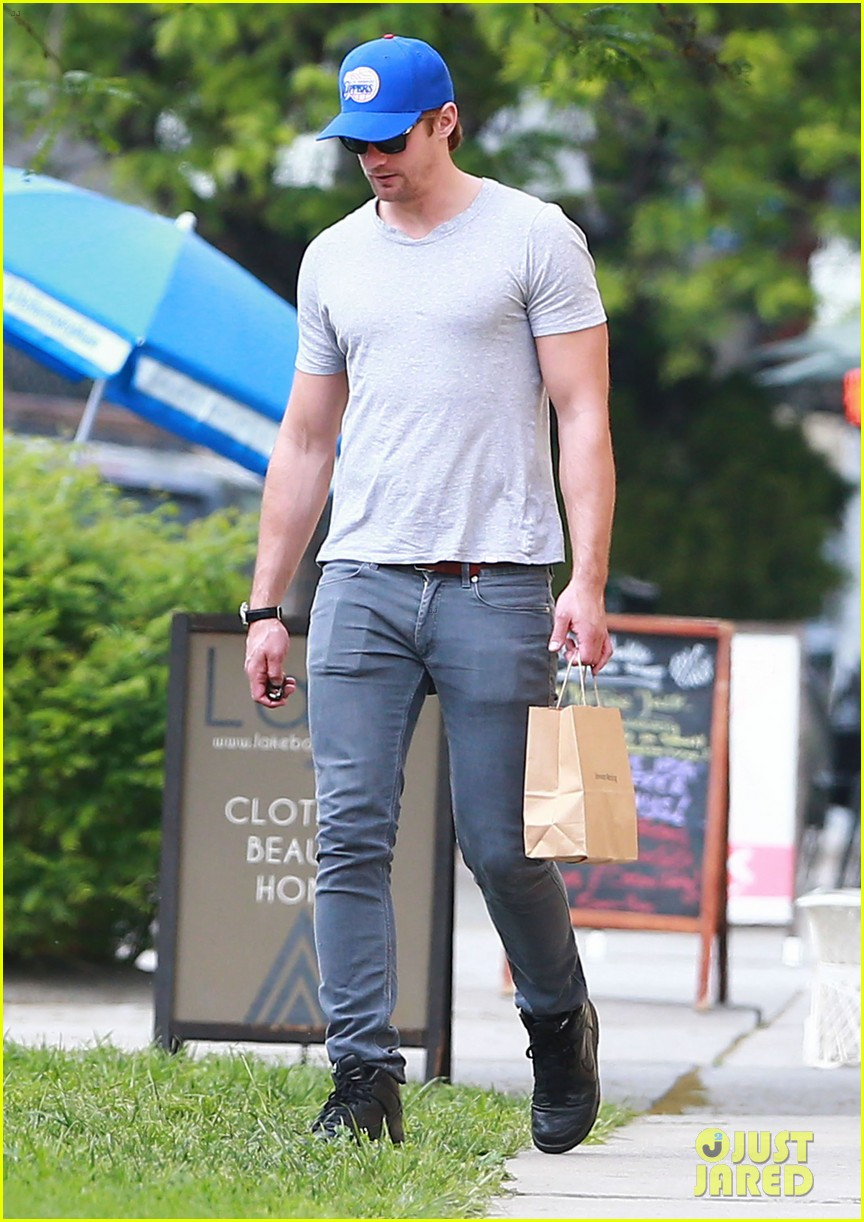 alexander skarsgard buffer than ever these days 03