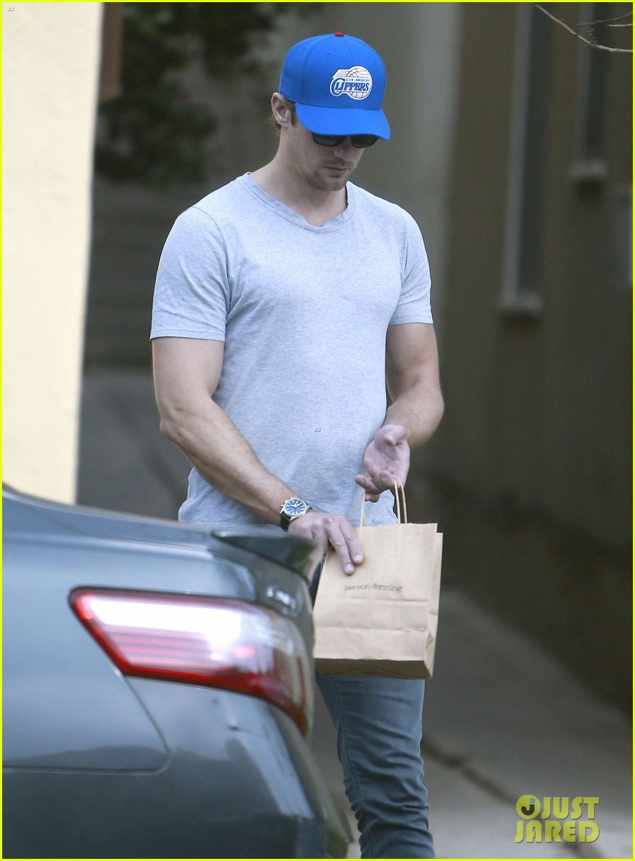 alexander skarsgard buffer than ever these days 04