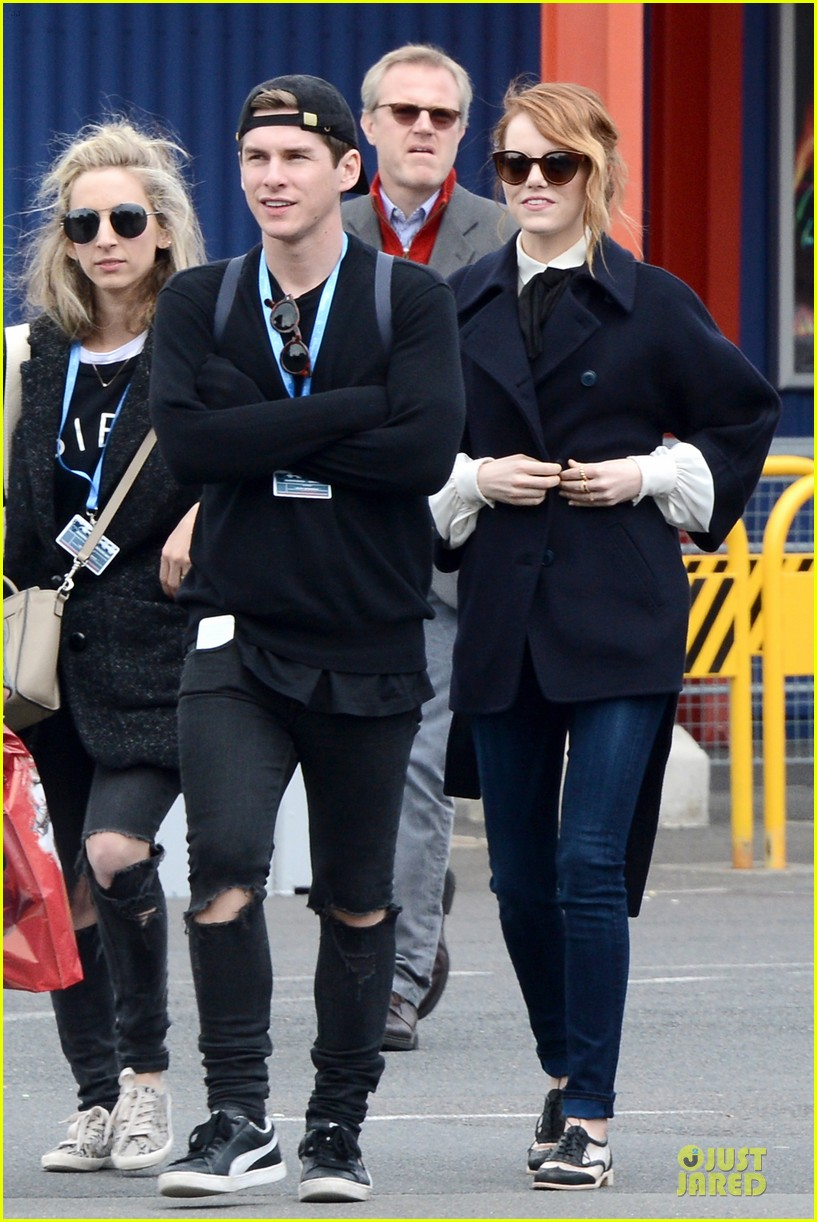 emma stone andrew garfield hold hands at disneyland 123089562