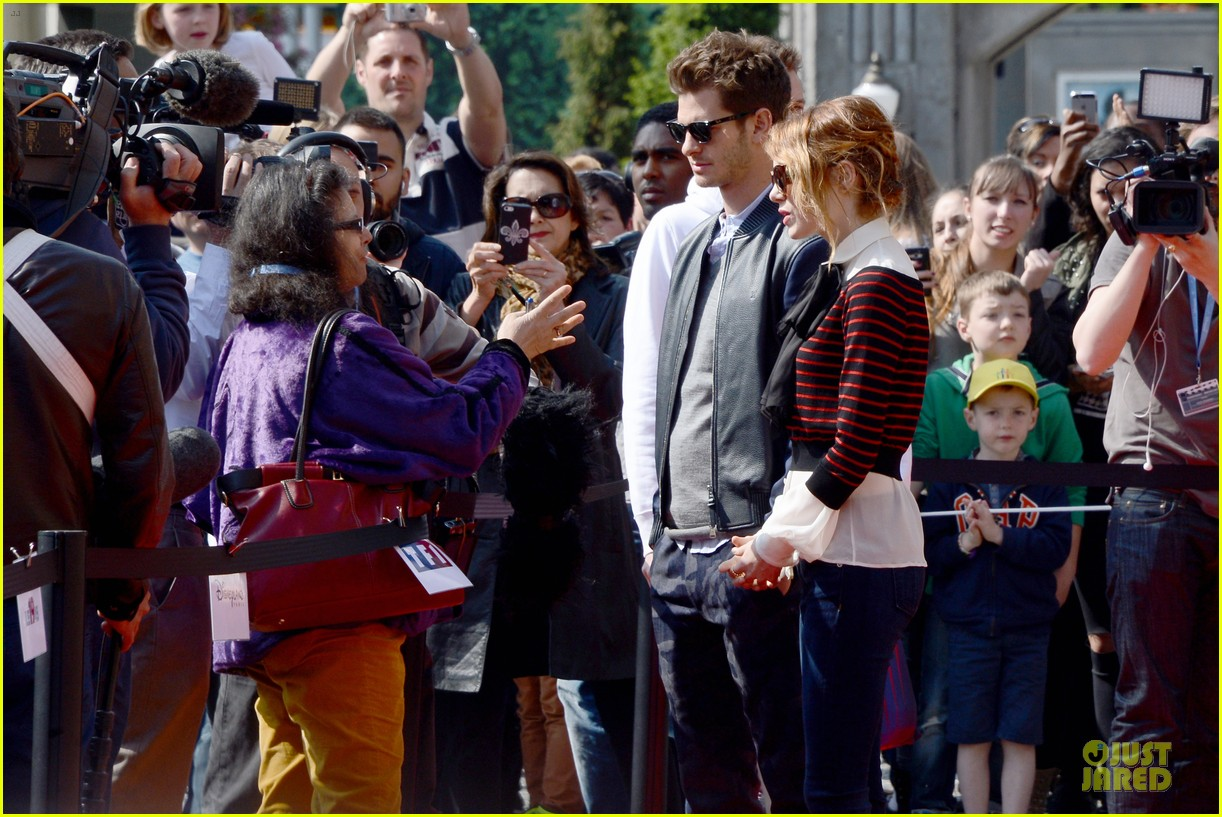 emma stone andrew garfield hold hands at disneyland 143089564