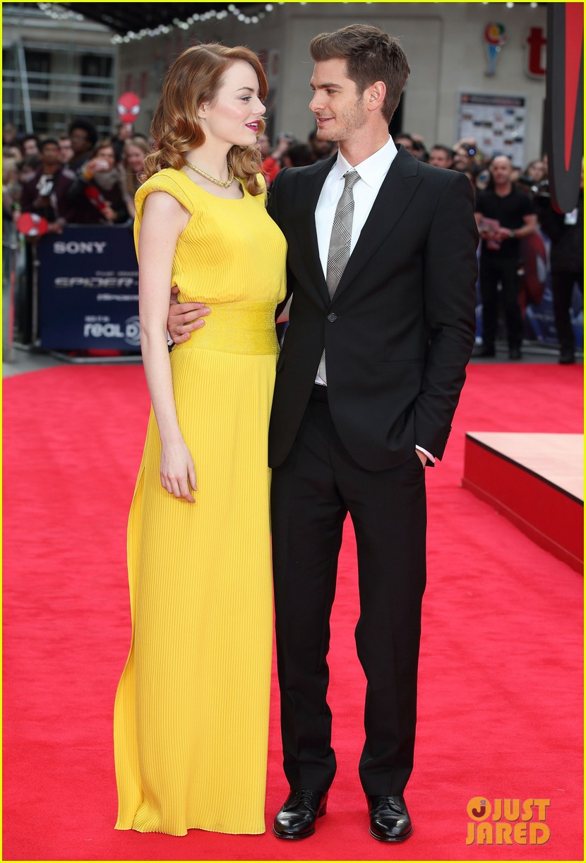 emma stone andrew garfield eyes for each other spider man 2 premiere 05