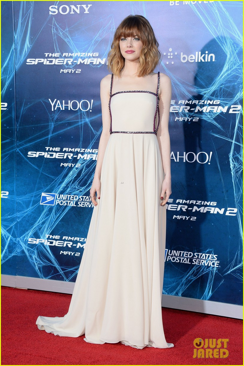 emma stone felicity jones amazing spider man 2 nyc premiere 01