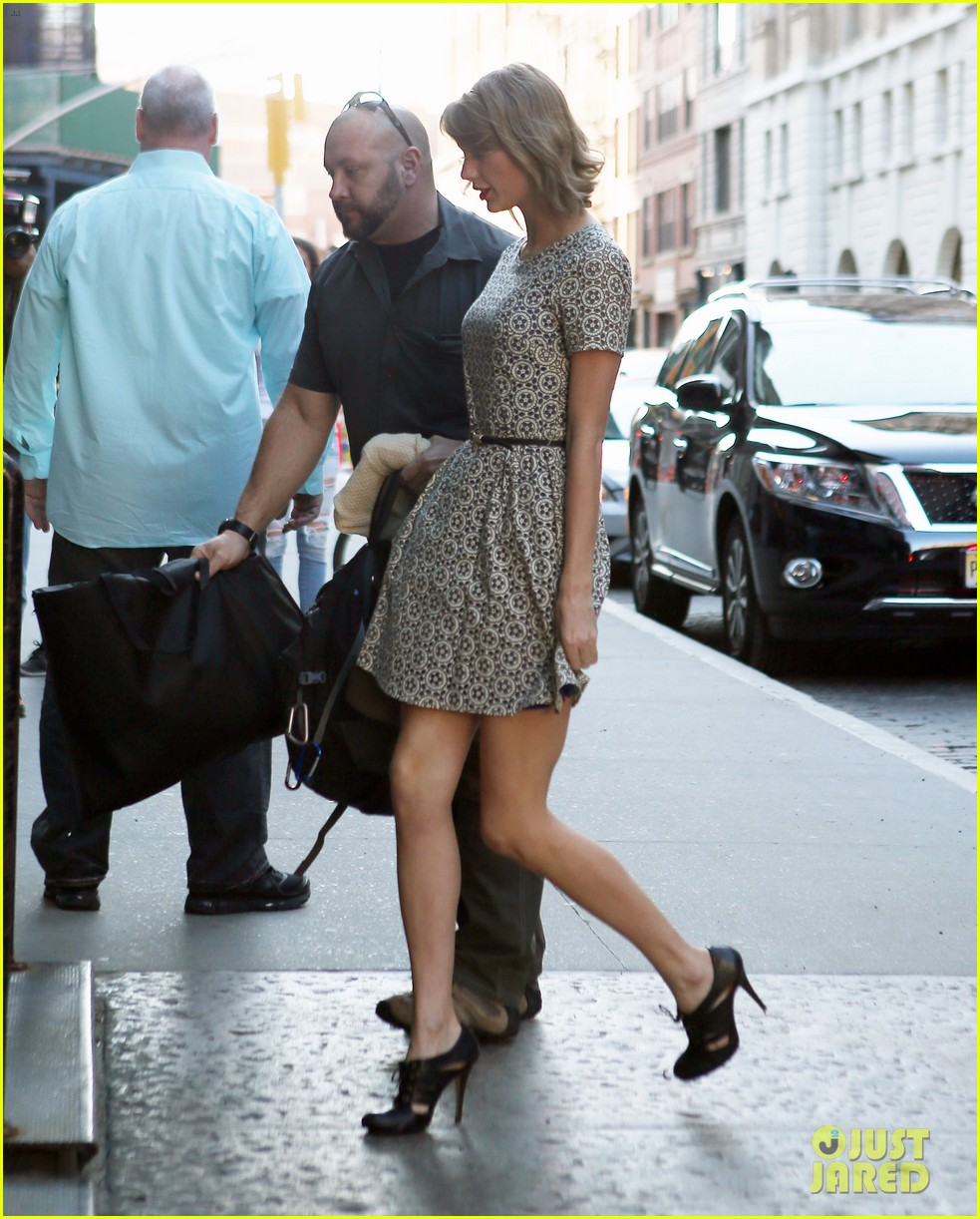 taylor swift model cara delevingne lunch 053087903