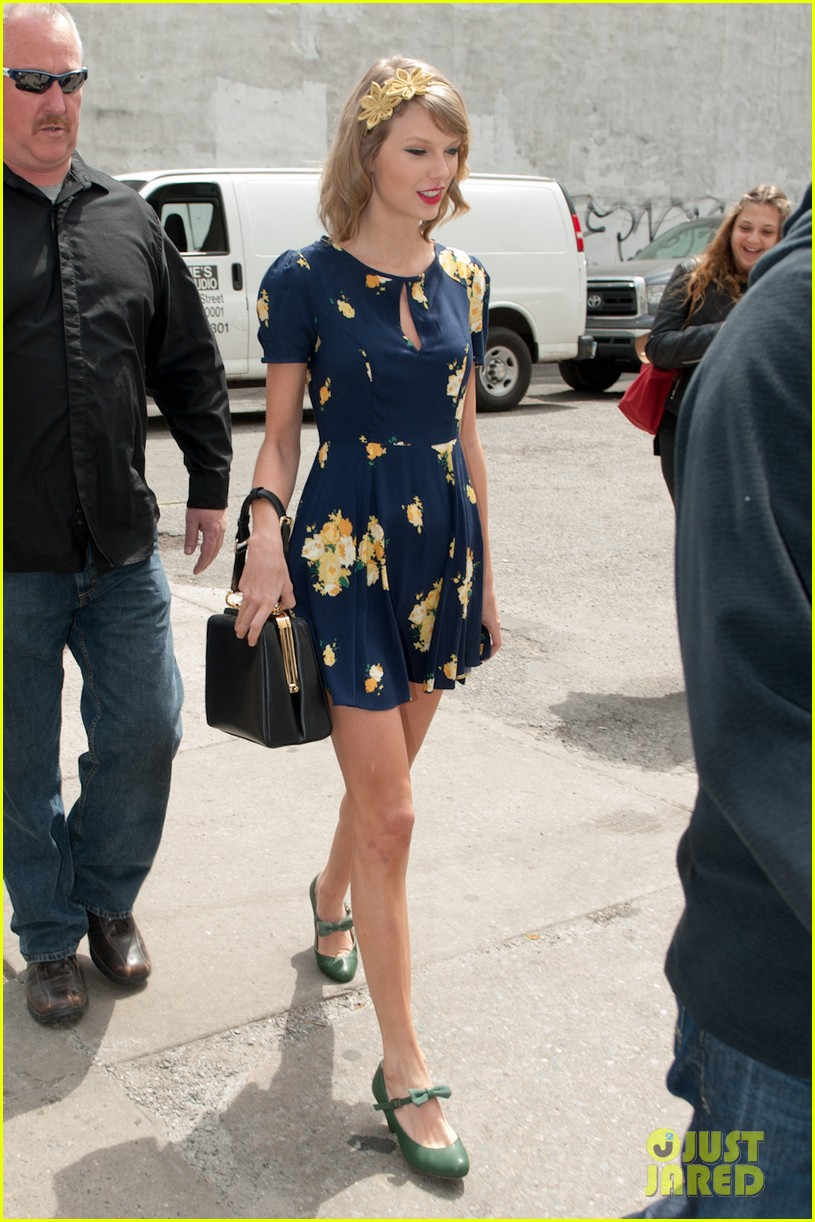 taylor swift celebrates earth day by going flower shopping 063096831