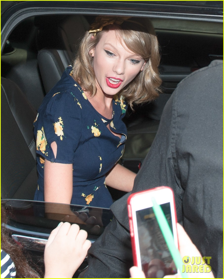 taylor swift celebrates earth day by going flower shopping 13