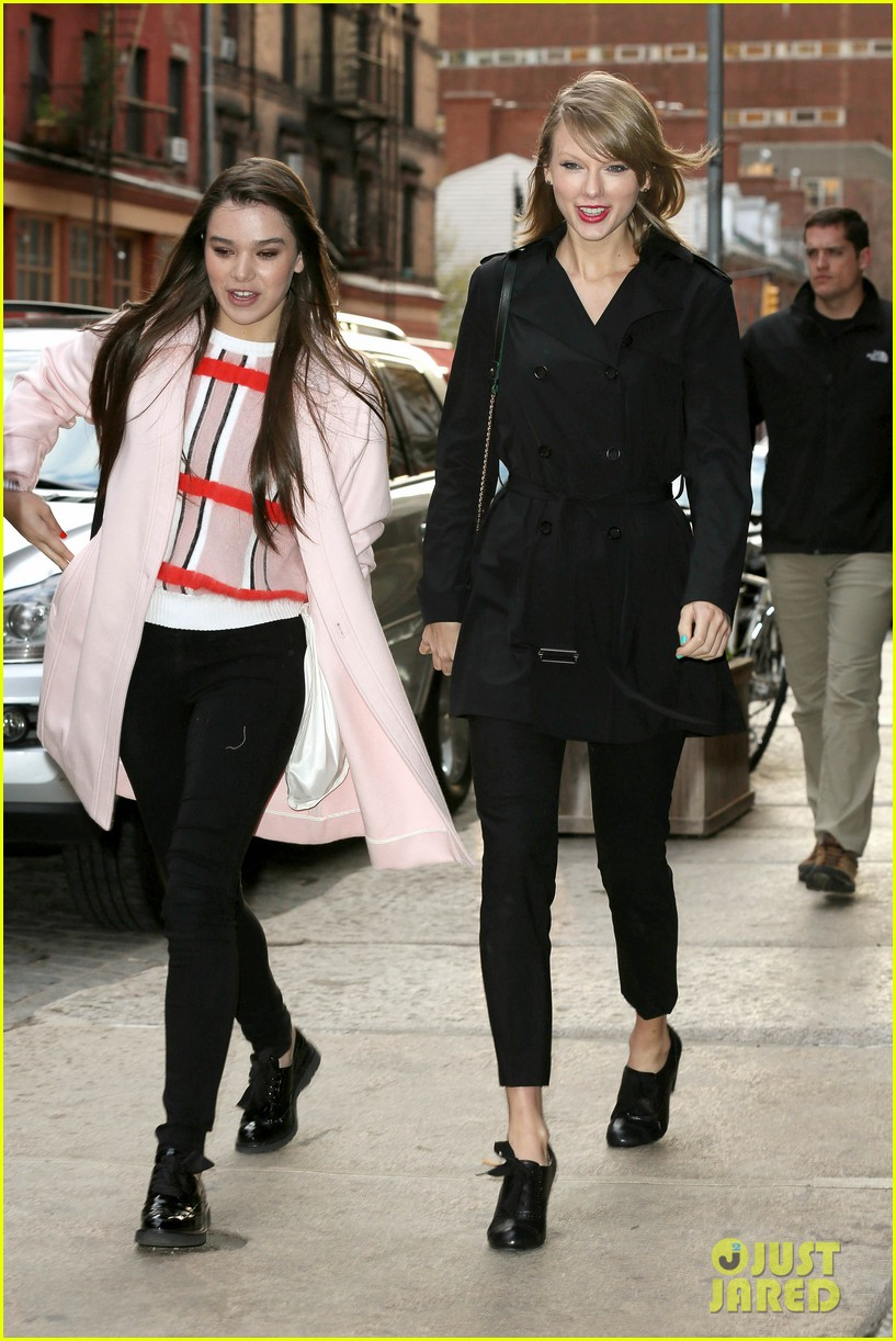 taylor swift hailee steinfeld get caught in the wind 05