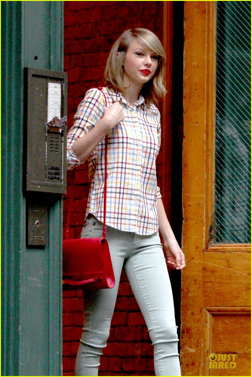 taylor swift hipster in nyc 073092780