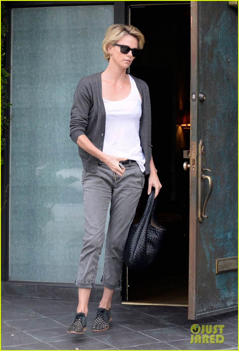 charlize theron emerges after exciting sean penn movie news 023089072