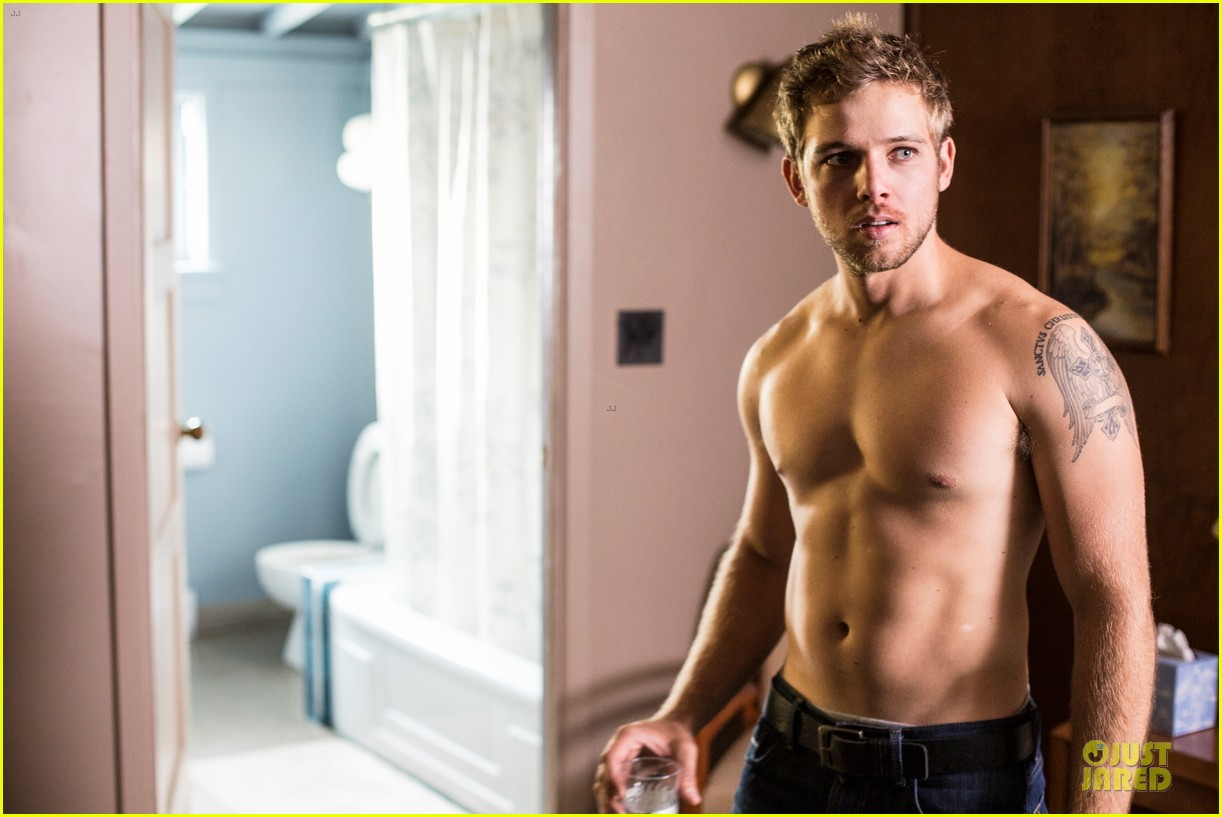 max thieriot talks shirtless scene in bates motel 043086476