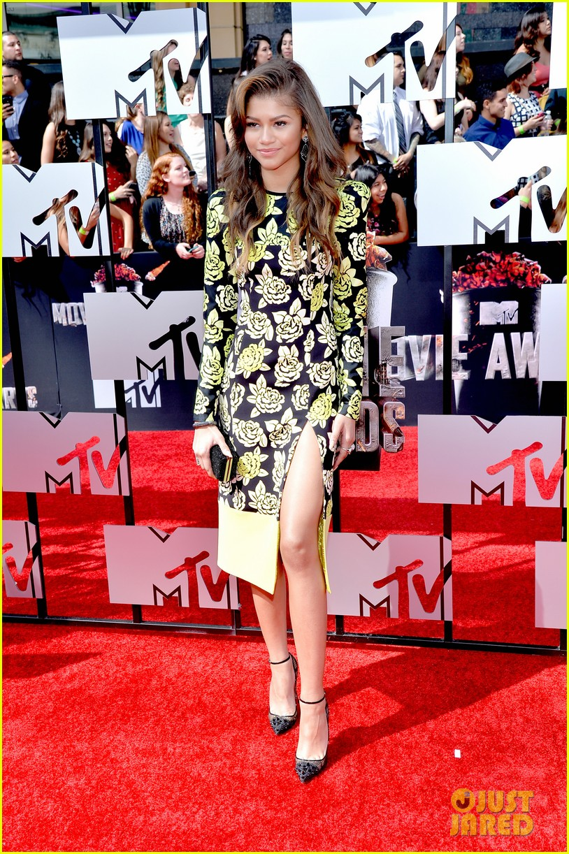 bella thorne zendaya mtv movie awards 2014 063091031