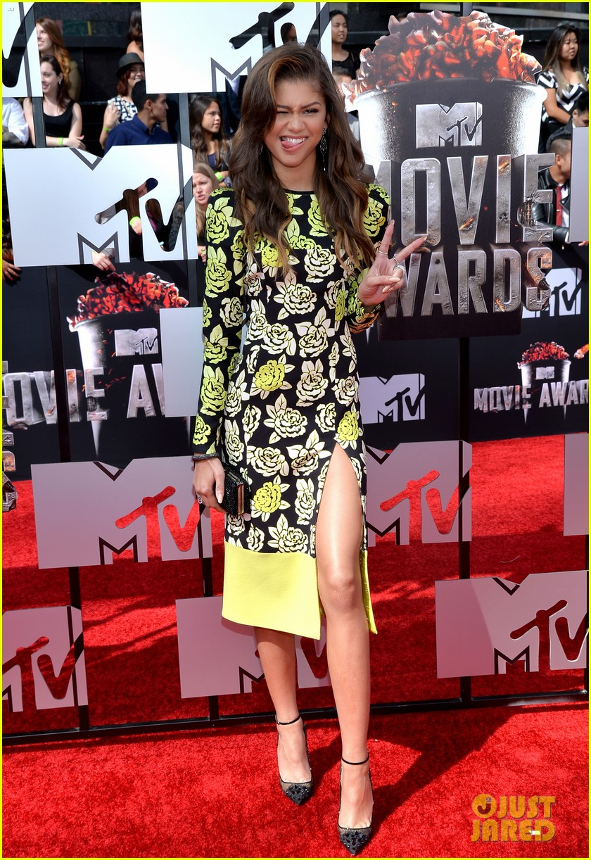 bella thorne zendaya mtv movie awards 2014 103091035