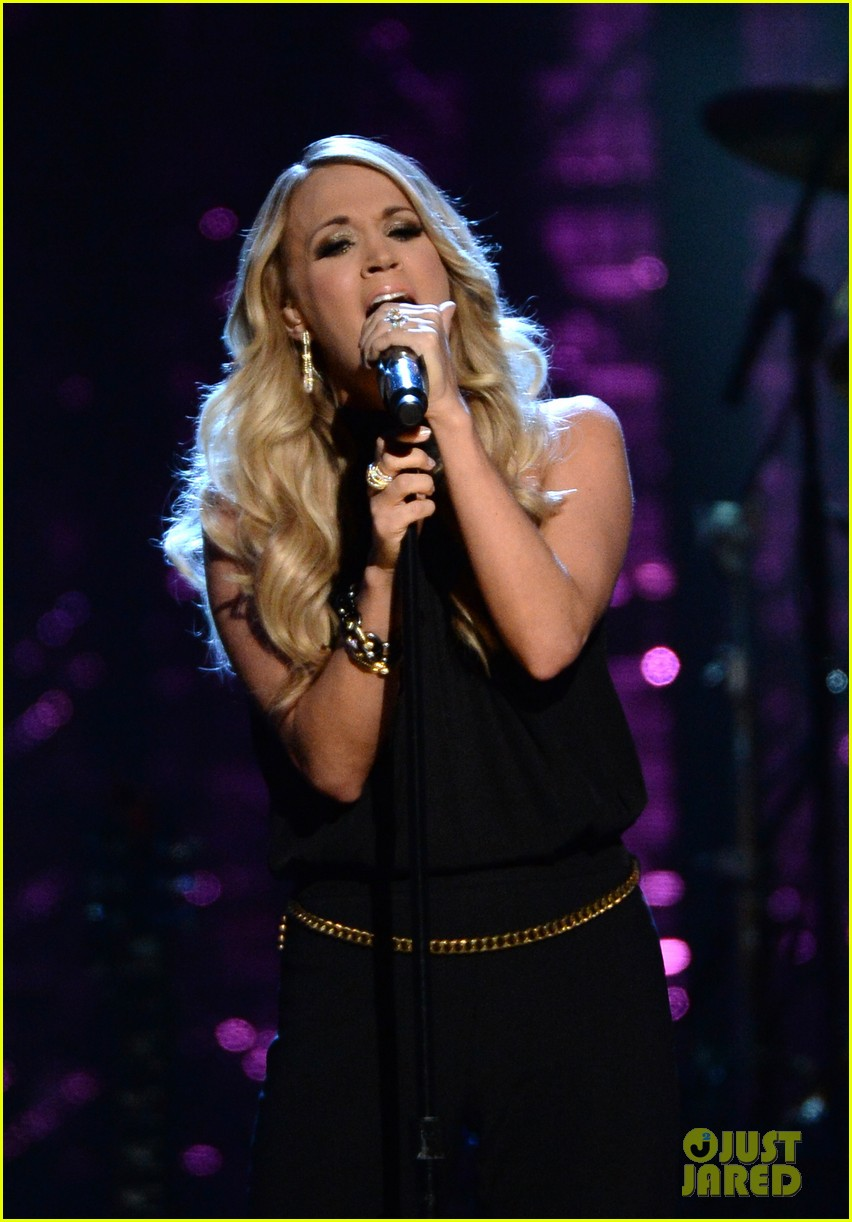 carrie underwood rock roll hall of fame induction 03