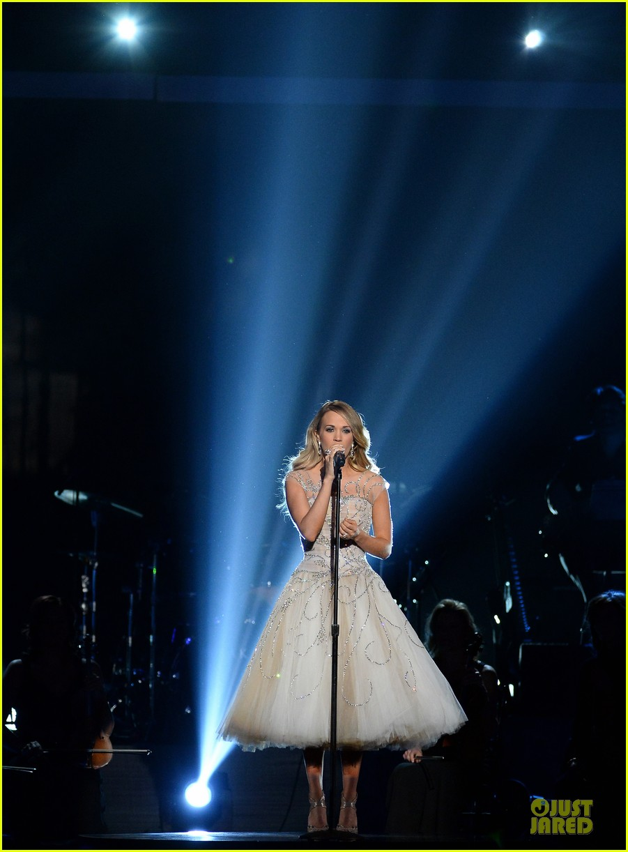 carrie underwood salute the troops 093086774