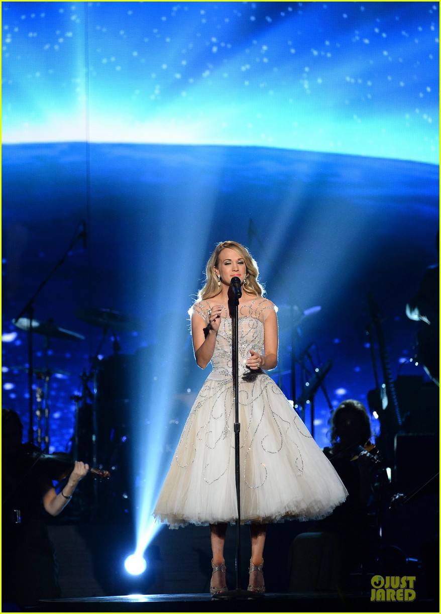 carrie underwood salute the troops 123086777