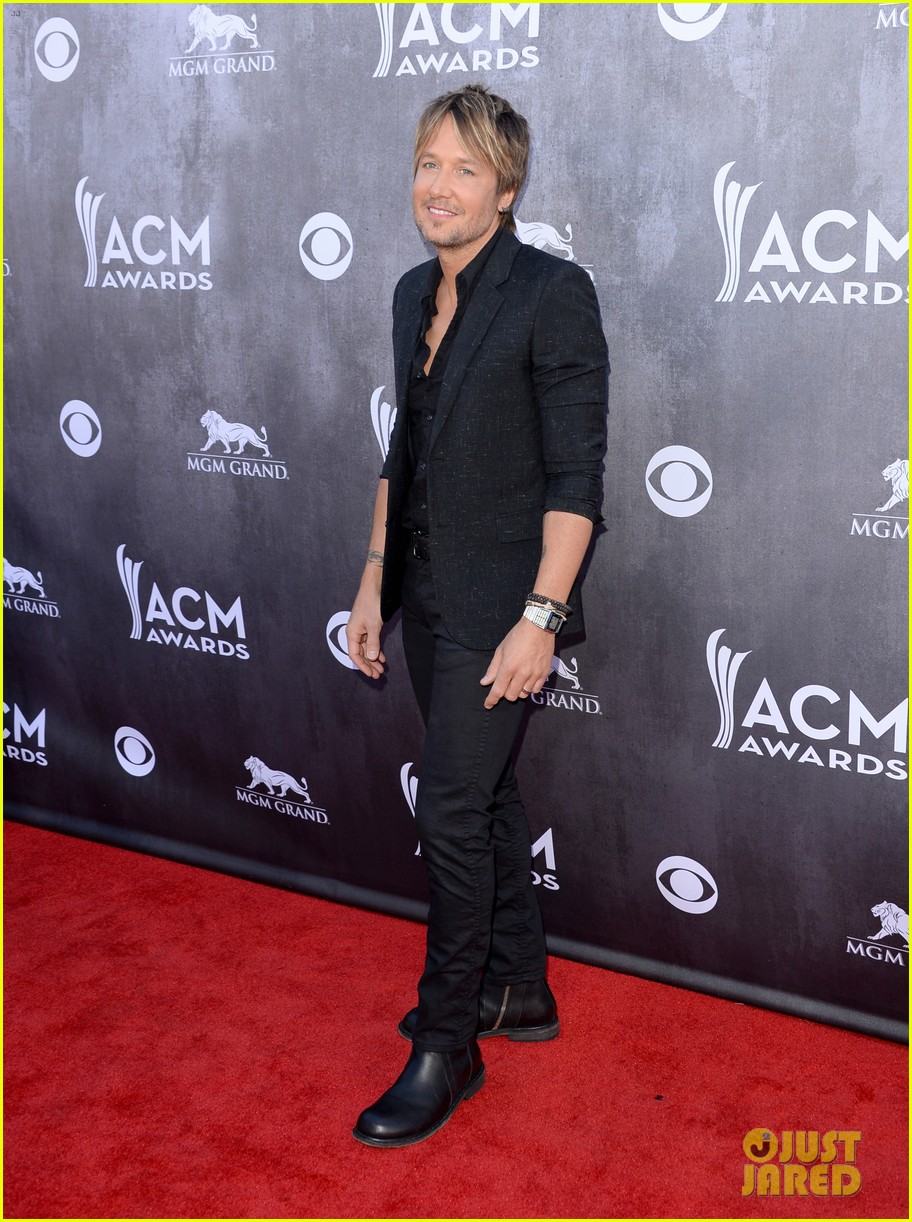 keith urban acm awards 2014 red carpet 02