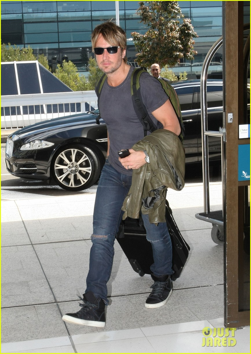 keith urban catches flight to make it back for american idol tonight 033083383