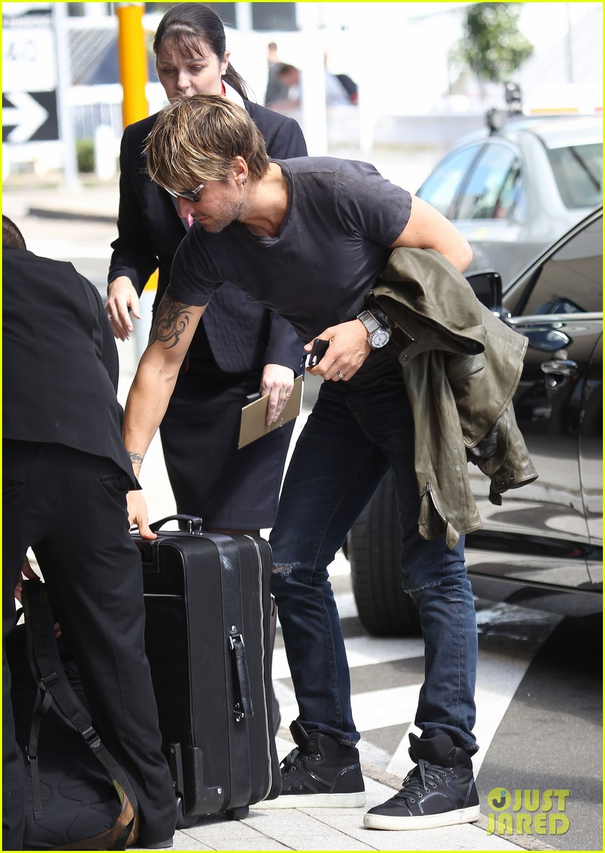 keith urban catches flight to make it back for american idol tonight 11