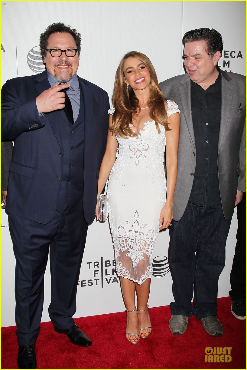 sofia vergara jon favreau premiere chef at tribeca 013097112