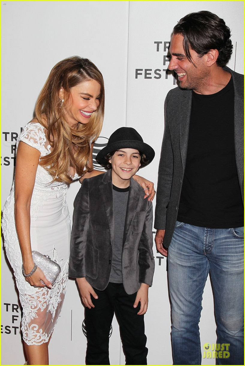 sofia vergara jon favreau premiere chef at tribeca 15