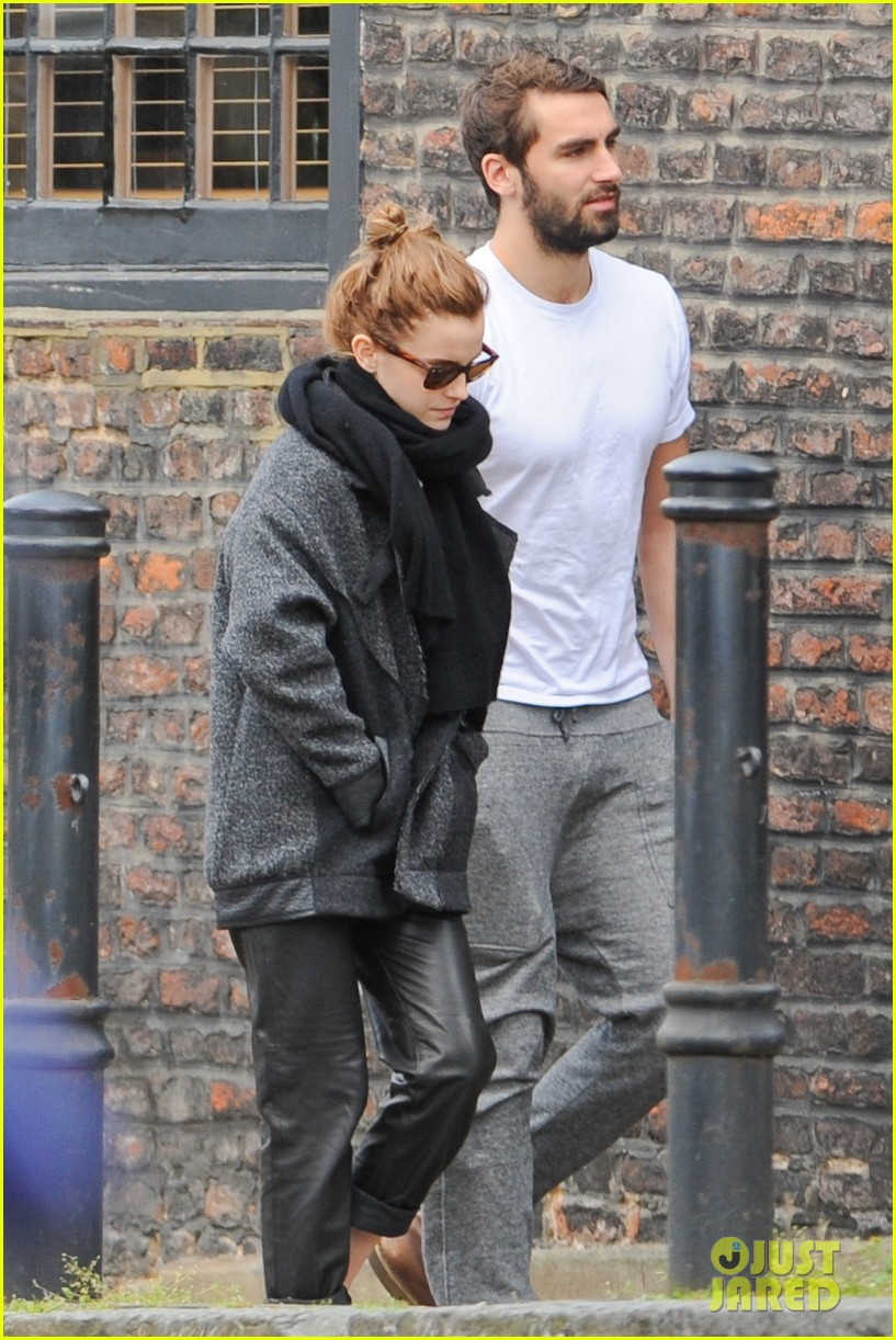 emma watson spends weekend with boyfriend matthew janney 01