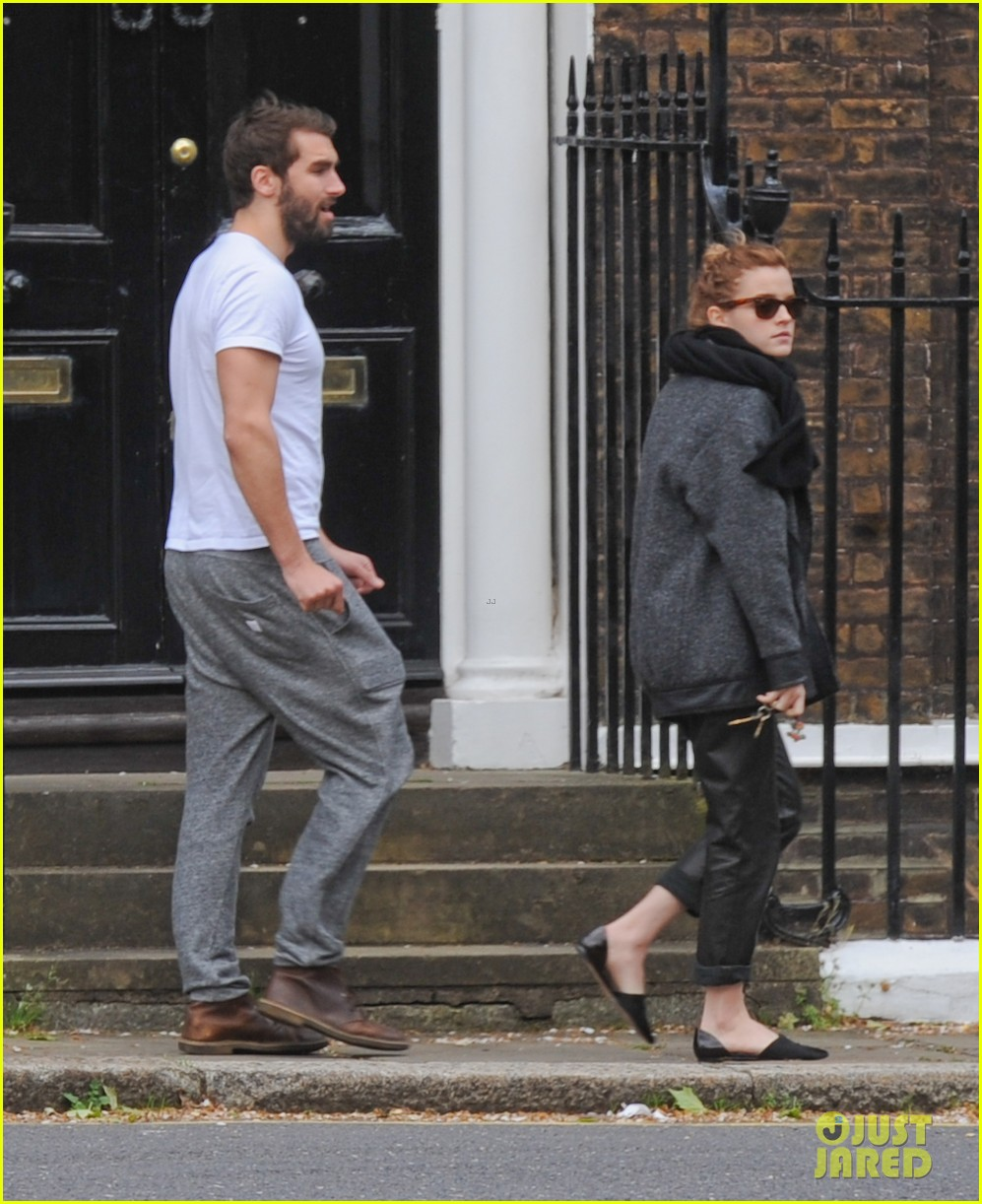 emma watson spends weekend with boyfriend matthew janney 093100860